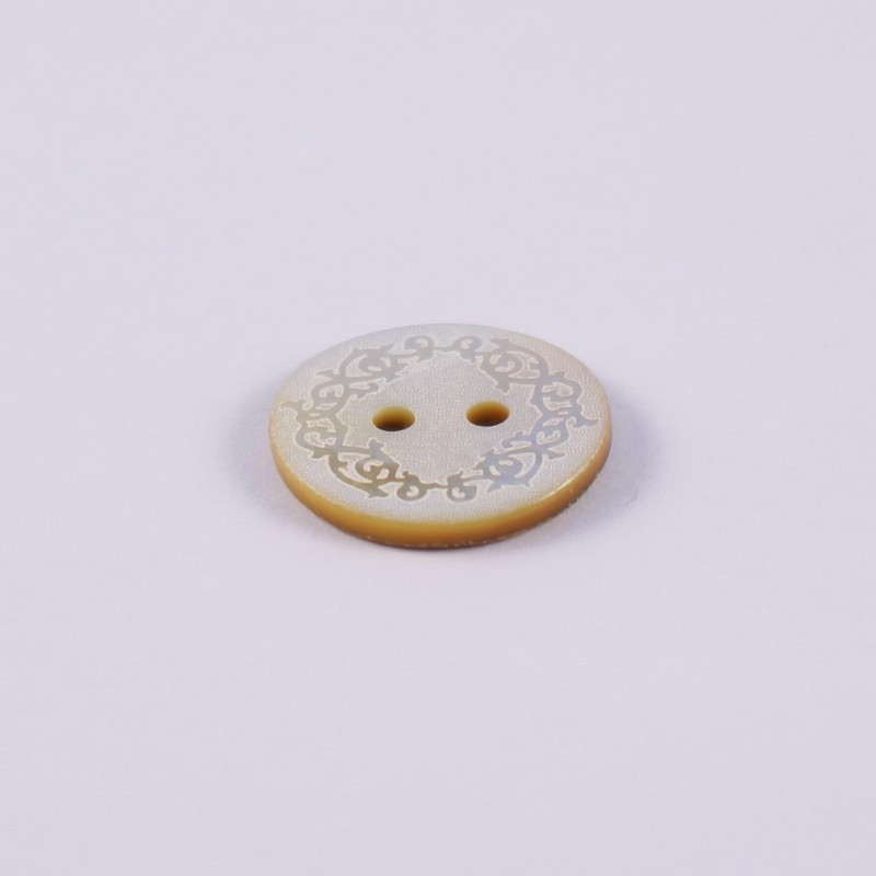 Engraved mother of pearl button Bertranet