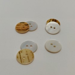 Mother of pearl button Domithilde