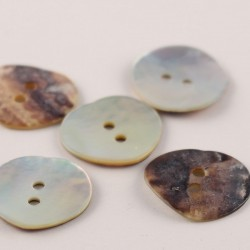 Mother of pearl button Aymard