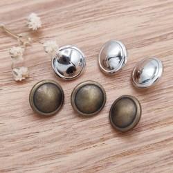 Metal button Gwennan