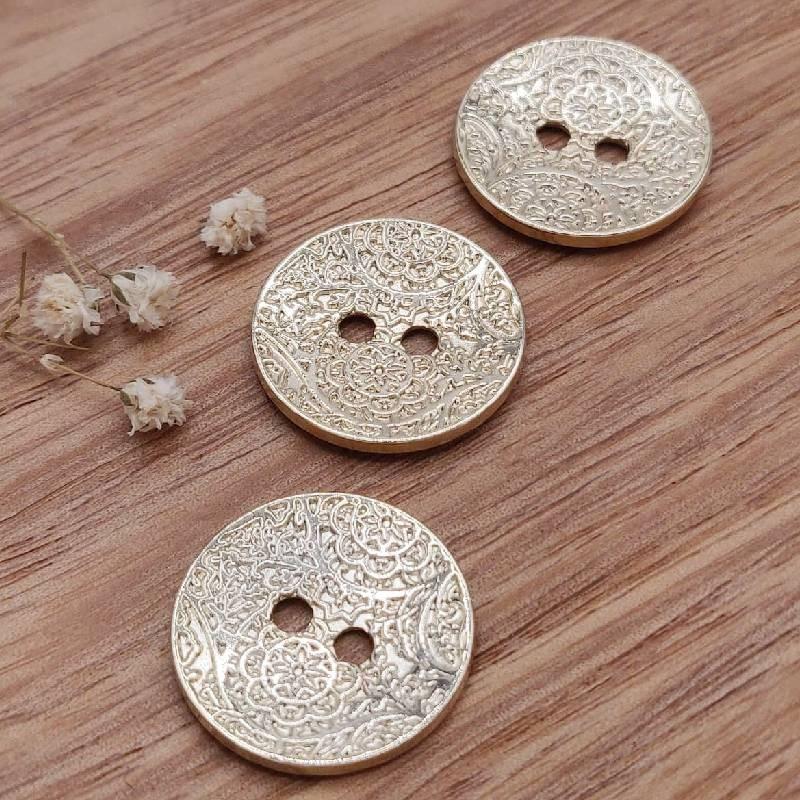 Button metal gilded engraving Gwladys