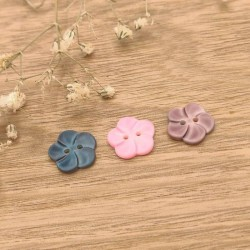 Mother-of-pearl button, coloured flowers